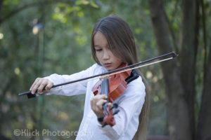 Violin Play in the woods © Klick Photography
